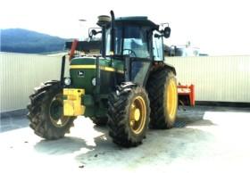 レタス産地で使用されている大型トラクターを洗浄殺菌します